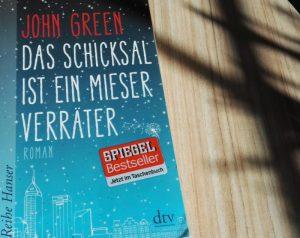 Buchdeckel von John Green Das Schicksal ist ein mieser Verräter