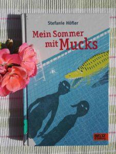 Stefanie Hoefler Mein Sommer mit Mucks Buchtipp Empefhlung Jugendbuch Kinderbuch Kinderbuchblog Brigitte Wallinger Feuer und Flamme fuer junge Literatur