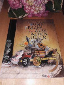 Chisato Tashiro Fünf freche Mäuse machen Musik Buchtipp Kinderbuchblog Brigitte Wallinger Buchempfehlung Bilderbuch Kinderbuch Jugendbuch geniales Buch
