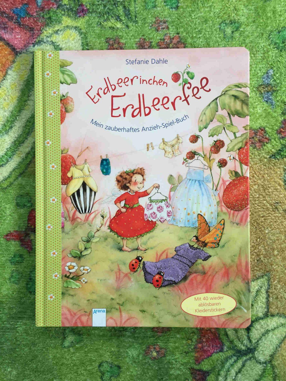 Stefanie Dahle Erdbeerinchen Erdbeerfee Mein zauberhaftes Anzieh Spiel Buch Brigitte Wallingers Kinderbuchblog Buchtipp Geschenktipp Buchempfehlung Beschäftigung und Spaß für Mädchen