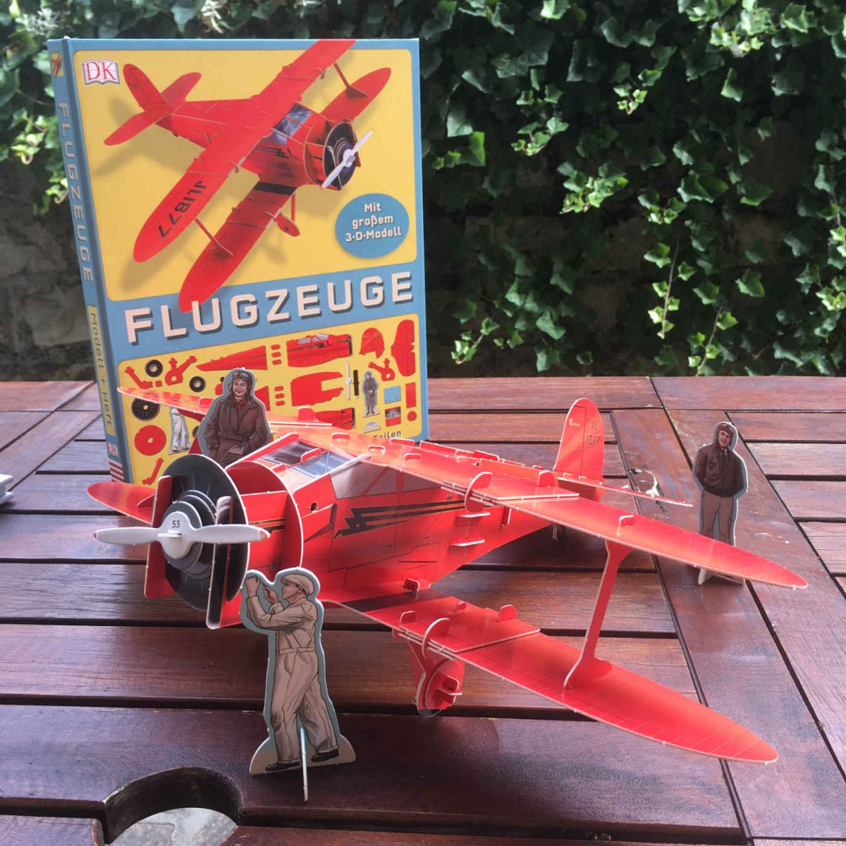 Ben Hubbard Flugzeuge mit großem 3 D Modell zum Zusammenstecken mit über 70 Teilen Staggerwing Flugzeugmodell Doppeldecker erste Flugversuche Flugpioniere Militärflugzeuge