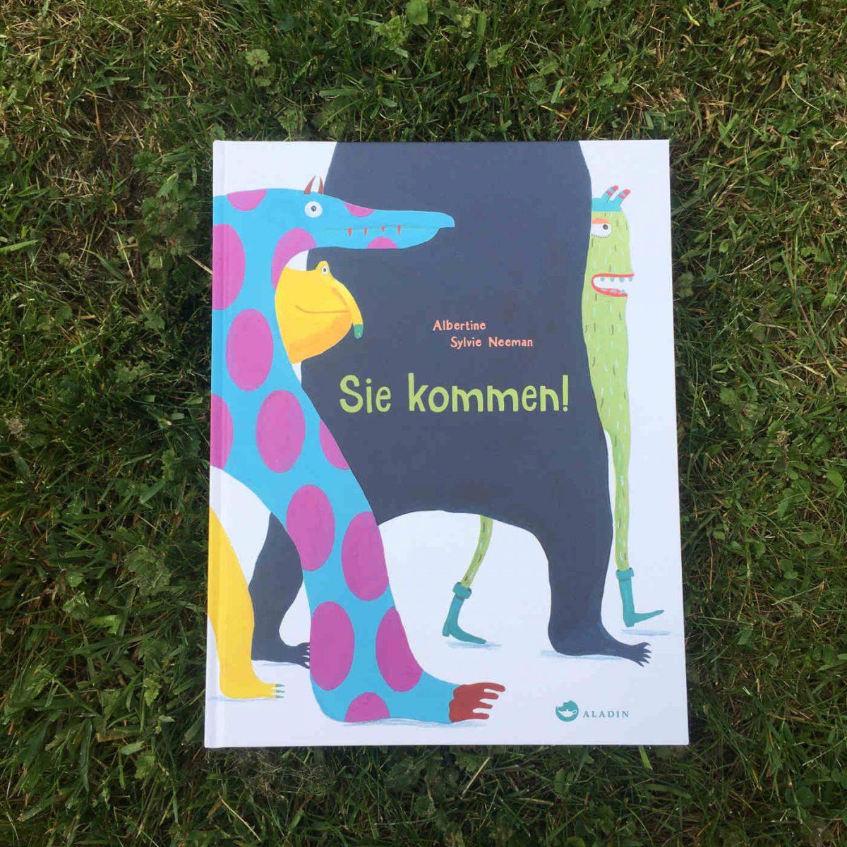 Albertine Sylvie Neeman Sie kommen Brigitte Wallingers Kinderbuchblog zweisprachig spanisch deutsch bilinguale ausgabe Jugendbuchblog Buchtipps für Kinder und Jugendliche Buchempfehlungen für Teens und Kids Buchperlen junge Literatur